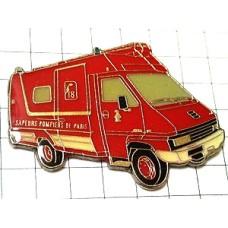ピンバッジ・赤い消防車