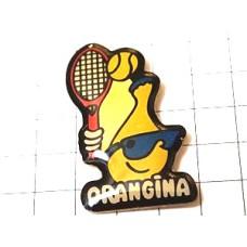 ピンズ・テニスするオランジーナ瓶