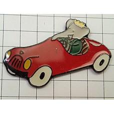 ピンバッジ・象ぞうのババール赤い車