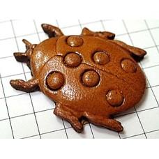 ピンズ・革製のてんとう虫一匹