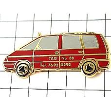 ピンズ・赤いタクシー車ルノーエスパス