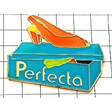 ピンバッジ・ハイヒールのサンダル靴箱
