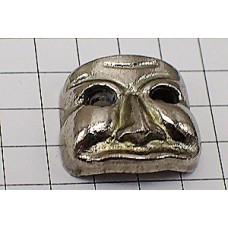 ピンバッジ・銀色のマスク仮面