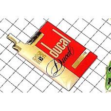 ピンバッジ・デュカル煙草の箱