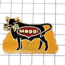 ピンズ・マギーポトフー草を食べる黒牛