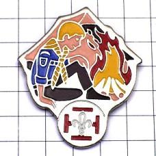 ピンズ・キャンプの火ボーイスカウト百合の紋章