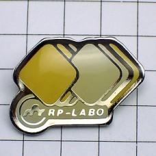 ピンズ・薬のラボ白と黄色の錠剤