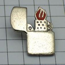 ピンバッジ・火のついたジッポーライター銀色