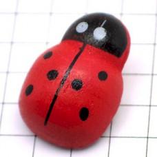 ピンズ・木製のてんとう虫一匹