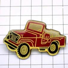 ピンバッジ・赤い四輪駆動の車