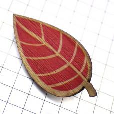 ピンバッジ・New!木製の葉っぱ秋