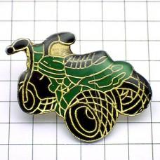 ピンズ・グリーンの三輪バイク緑
