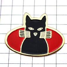 ピンズ・正面向きの黒猫