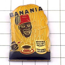 ピンズ・バナニア飲み物ココア果物バナナとアフリカの男