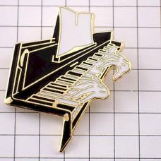 ピンズ・ピアノを弾く手音楽楽器