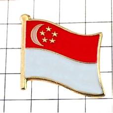 ピンズ・New!シンガポール国旗デラックス薄型キャッチ付き三日月星