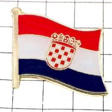 ピンバッジ・New!クロアチア国旗デラックス薄型キャッチ付き市松模様紋章