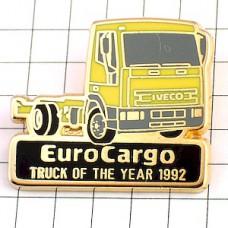 ピンバッジ・黄色いトラック車イヴェコ社イタリア