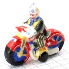 フェーブ・バイクに乗るピエロ道化師サーカス奇術団
