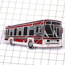 ブローチ・赤い大型バス車