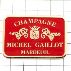 ピンバッジ・シャンパーニュ赤いラベル酒ブドウ紋章