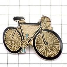 ピンバッジ・ロードレース自転車一台