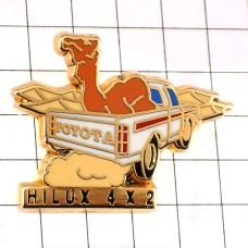 ピンズ・らくだトヨタのハイラックス車ラクダ駱駝