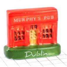 フェーブ・ダブリンのマーフィーズパブ赤い店アイルランド