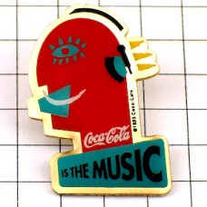 ピンバッジ・コカコーラは音楽ヘッドフォンで聴く