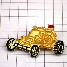 ピンバッジ・黄色いカート車