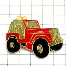 ピンズ・四輪駆動の赤い車