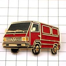 ピンバッジ・赤いメルセデスベンツ大型車