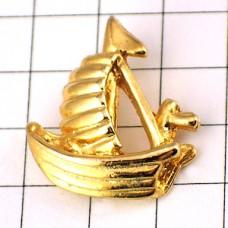 ピンズ・金色のヨット帆船ボート一艘
