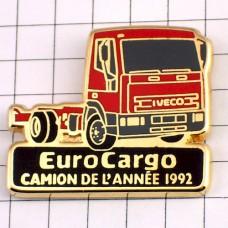 ピンバッジ・イベコ赤いトラック車