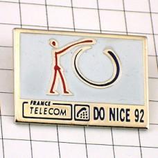 ピンバッジ・輪を描くフランステレコム電話局