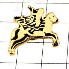 ピンバッジ・ペガサス翼のある馬に乗る子どもゴールド金色ラッパ楽器