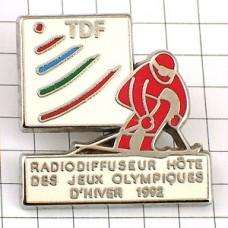 ピンズ・赤いオリンピック五輪スキーヤーTDF