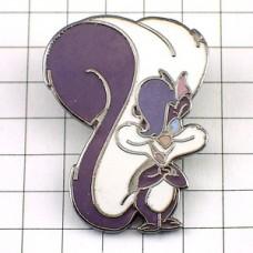 ピンズ・紫色のリス栗鼠