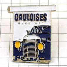 ピンズ・ゴロワーズ煙草と青い車