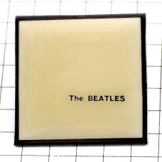 ピンズ・『ザ・ビートルズ』ホワイトアルバム音楽