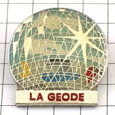 ピンバッジ・パリ近未来都市公園ラヴィレット公園のラジェオード映画館