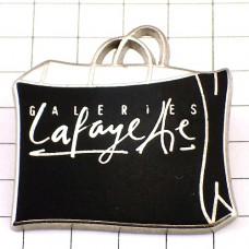 ピンバッジ・ギャラリーラファイエット黒のバッグ紙袋