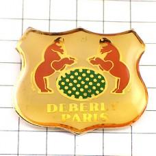ピンズ・馬2の紋章パリの鞄店