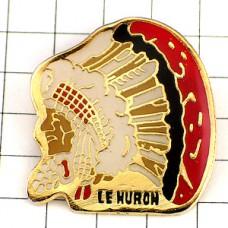 ピンバッジ・ヒューロン族/USA羽飾りのネイティブアメリカン戦士