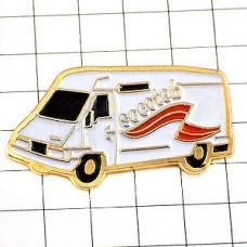 ピンバッジ・白いキャンピングカー車