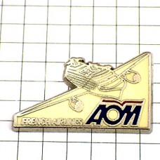 ピンバッジ・フランスの航空会社AOM飛行機