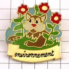 ピンバッジ・リス栗鼠と赤い花エコロジー環境保護