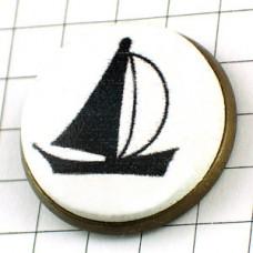 ピンバッジ・ボート帆船ヨット黒アンティーク真鍮色