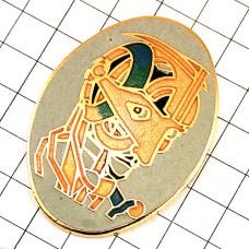 ピンズ・クリプト仮面マスクの男の横顔