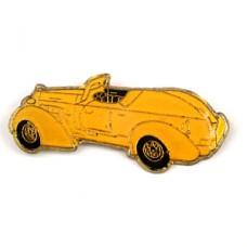 ピンバッジ・アンティーク黄色オープンカー車